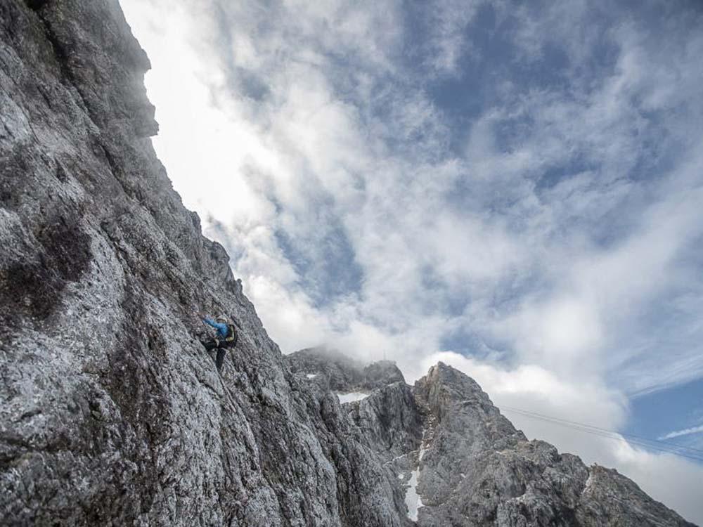 Klettersteig Eisenzeit : Klettern an der zugspitze nordwand eisenzeit iv verticalextreme